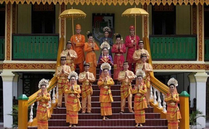 Kebaya Labuh & Teluk Belanga - Keunikan Pakaian Adat Tradisional Riau