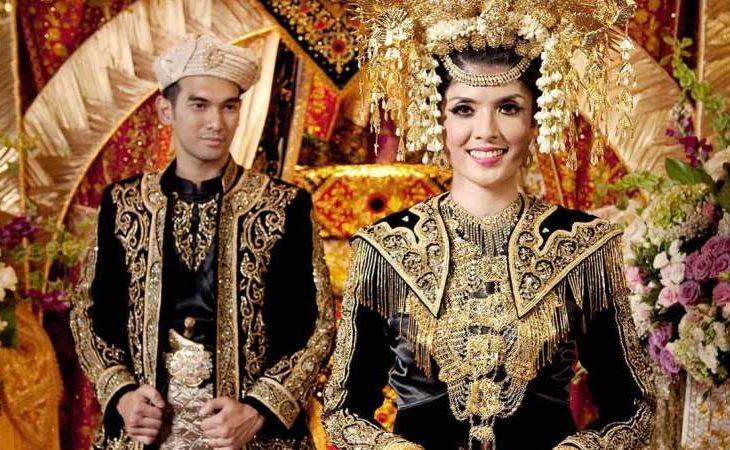 12 Pakaian Adat Sumatera Barat & Keunikannya
