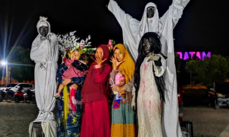 Aktivitas Dilakukan di Monumen Welcome to Batam
