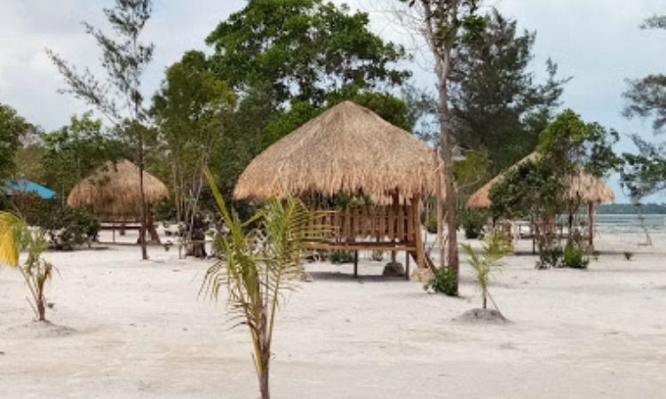 Fasilitas di Pantai Reviola Batam