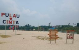 Pulau Cinta Teluk Jering, Destinasi Tepi Sungai yang Populer di Kampar
