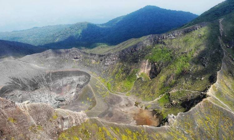 Bukit Kaba, Destinasi Mendaki Favorit Dengan Pesona Kawah Biru di Bengkulu