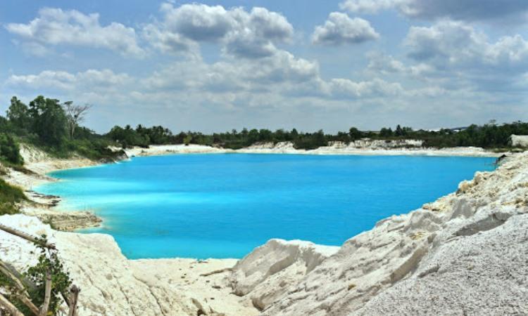 Alamat Danau Kaolin