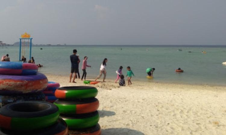 Kegiatan di Pantai Sari Ringgung