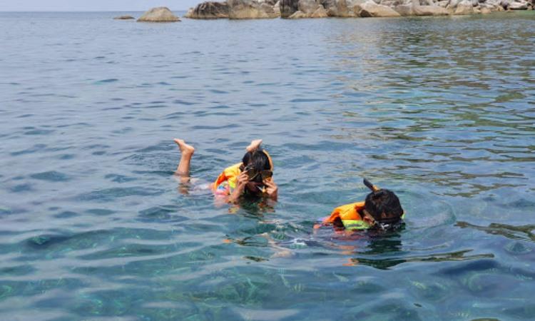 Kegiatan di Pulau Lengkuas
