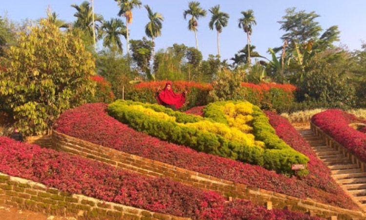 Kegiatan di The Le Hu Garden