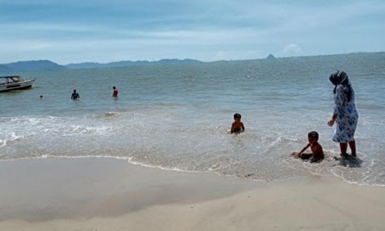 Kegiatan Dilakukan di Pantai Pandan