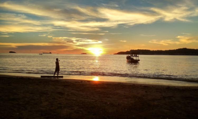 Kegiatan di Pantai Nirwana