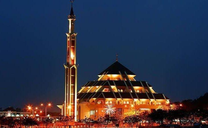 Masjid Raya Batam, Destinasi Religi Ikonik Dengan Kubah yang Unik