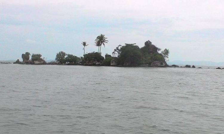 Pantai di Pulau Bangke
