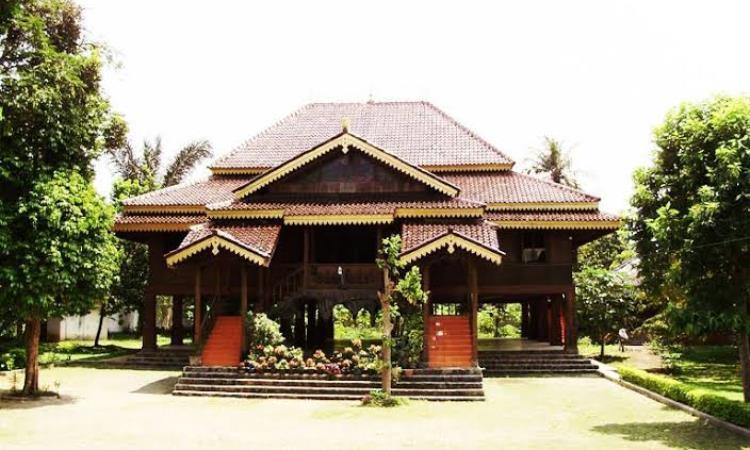 Rumah Bubungan Lima – Filosofi & Keunikan Rumah Adat Bengkulu