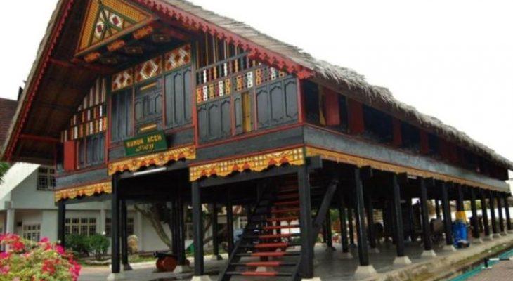 Rumah Krong Bade – Rumah Adat Provinsi Aceh & Keunikannya