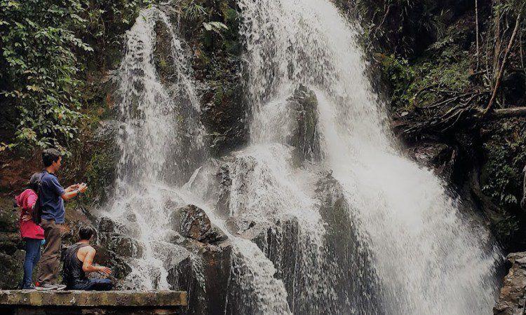 Aktivitas Seru di Air Terjun Guruh Gemurai