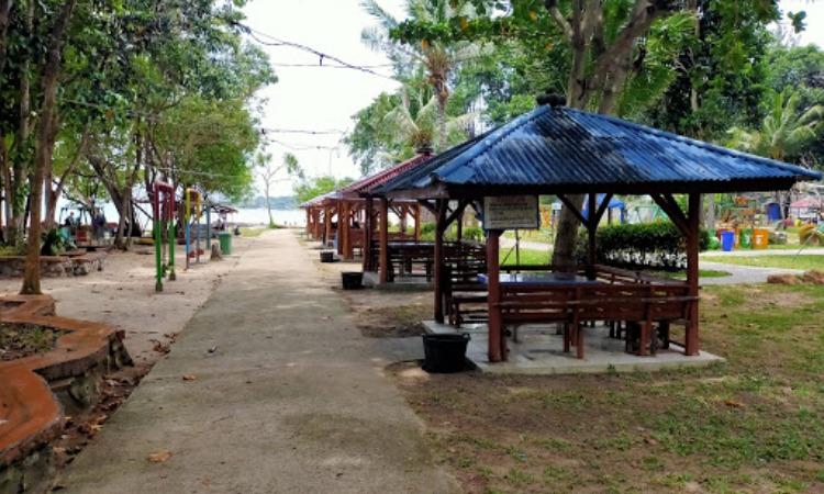 Fasilitas di Pantai Tanjung Pesona