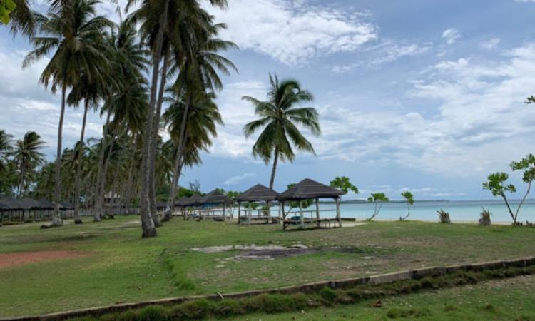 Fasilitas di Pantai Trikora Bintan