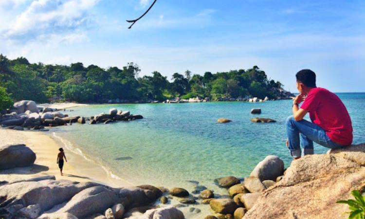 Kegiatan di Pantai Trikora