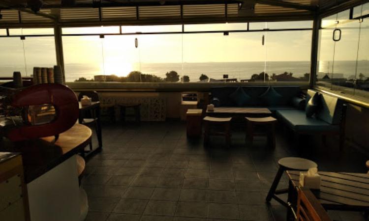 Level 8 Cafe & Lounge