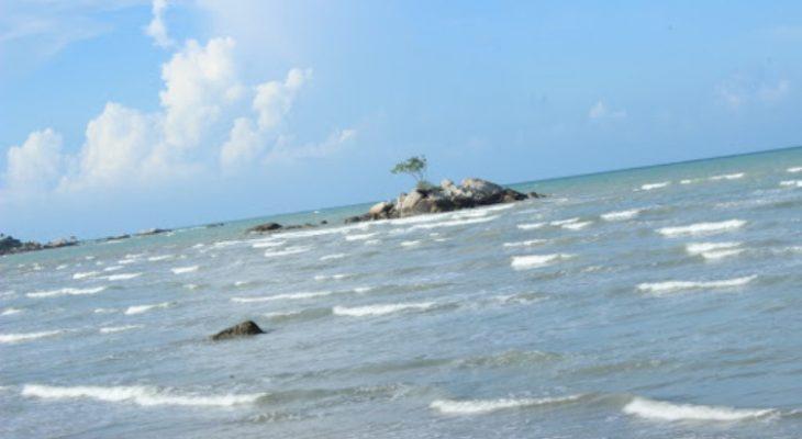 Pantai Batu Bedaun, Pantai Cantik yang Dihiasi Bebatuan Granit di Bangka