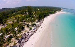Pesona Pantai Trikora di Bintan, Menikmati Keindahan Pantai Sembari Kulineran